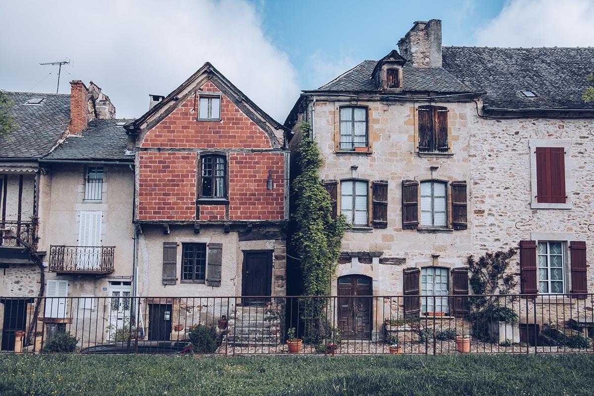 Refuse to hibernate Aveyron Najac maisons en pierre