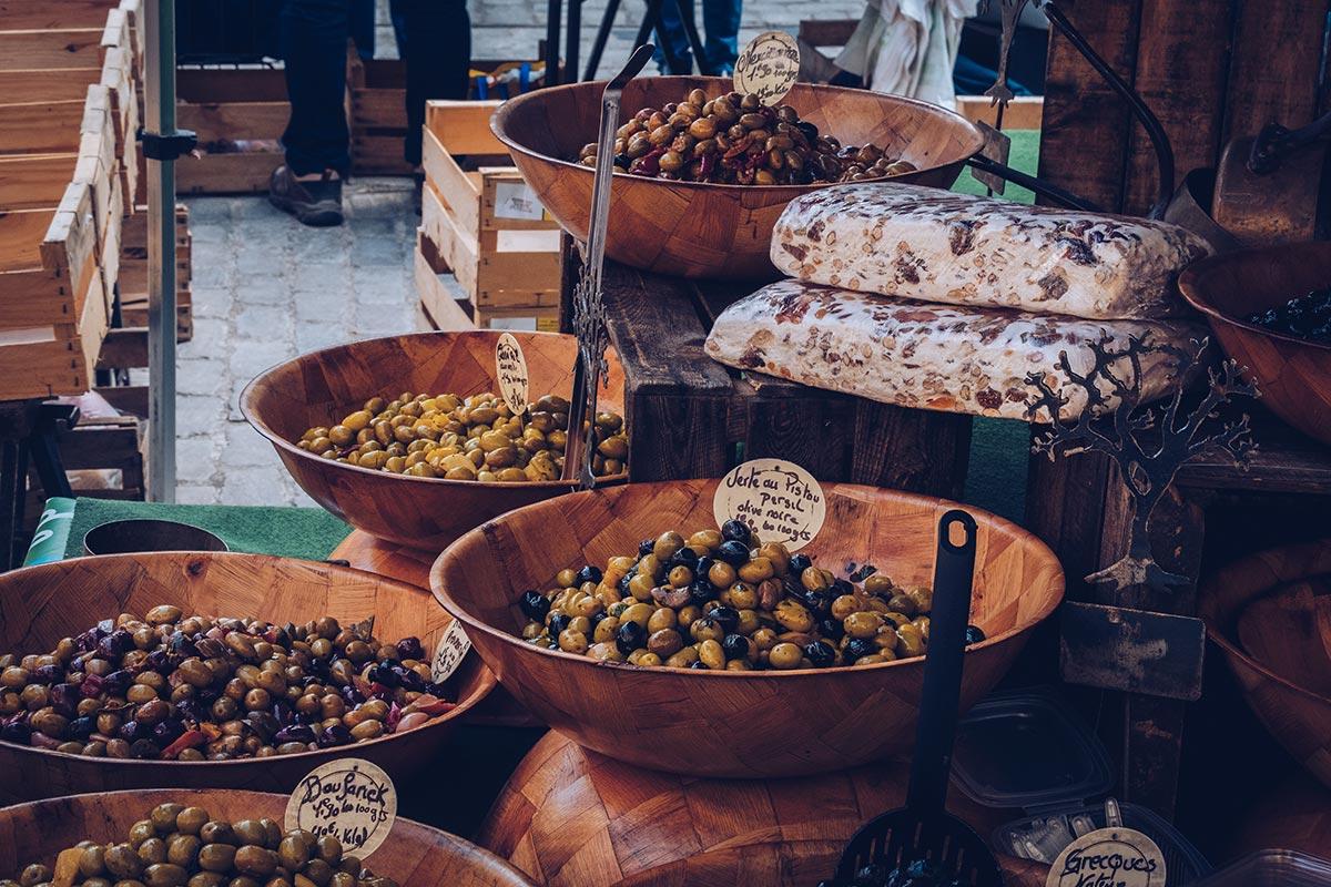 Refuse to hibernate Aveyron Villefranche-de-Rouergue marché olives
