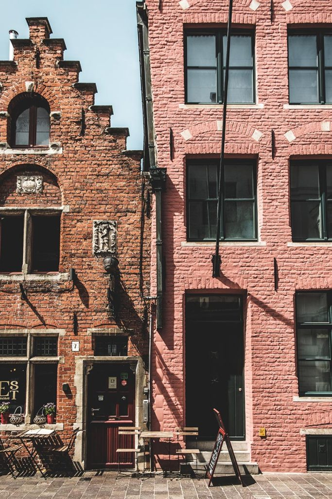 Refuse to hibernate Bruges maisons marron rose