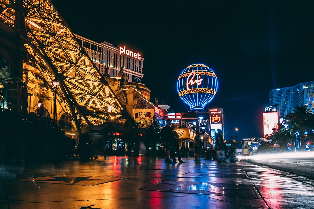Refuse to hibernate Las Vegas devant Paris Las Vegas