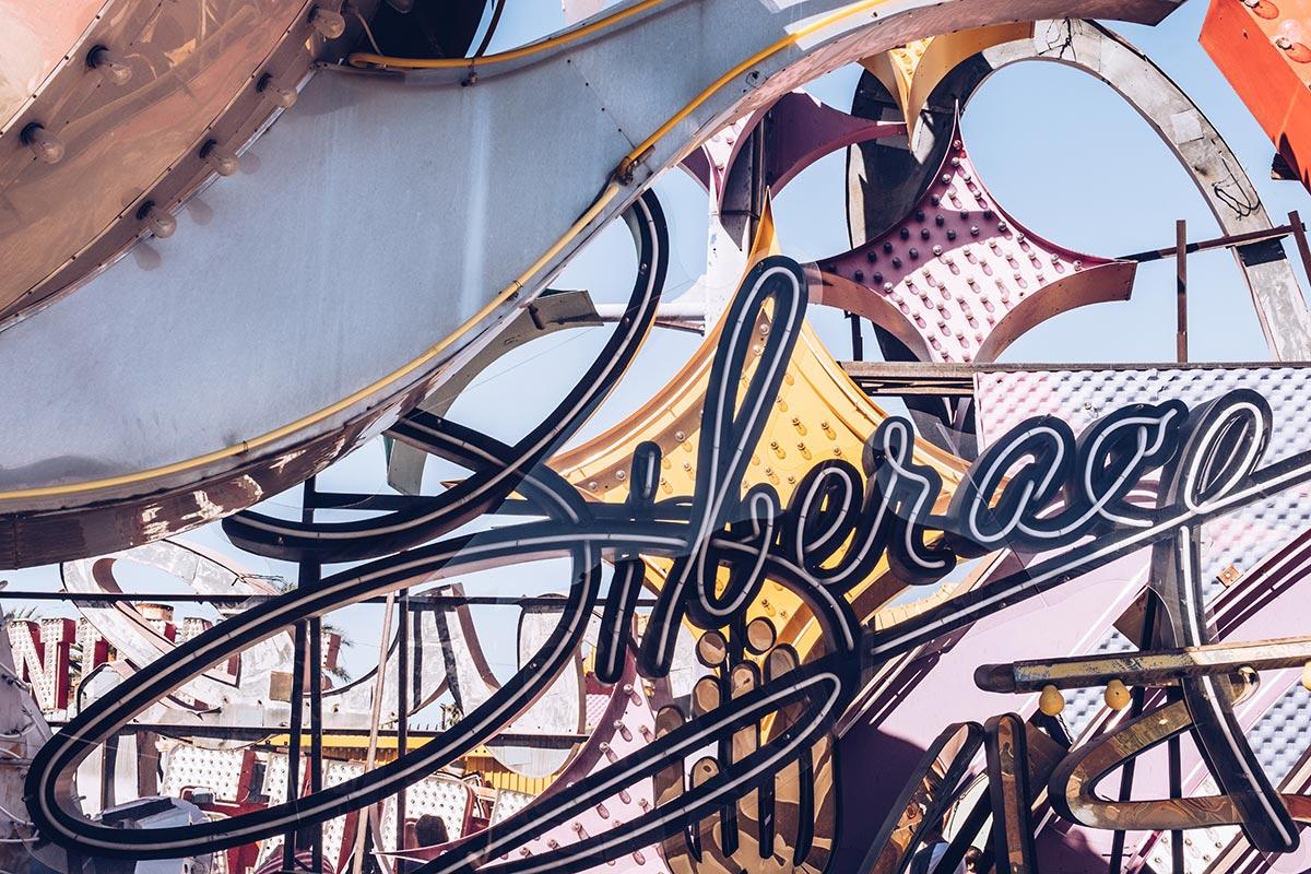 Refuse to hibernate Las Vegas The Neon Museum enseigne typo