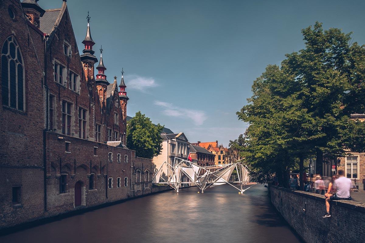 Refuse to hibernate Triennale Bruges Brug
