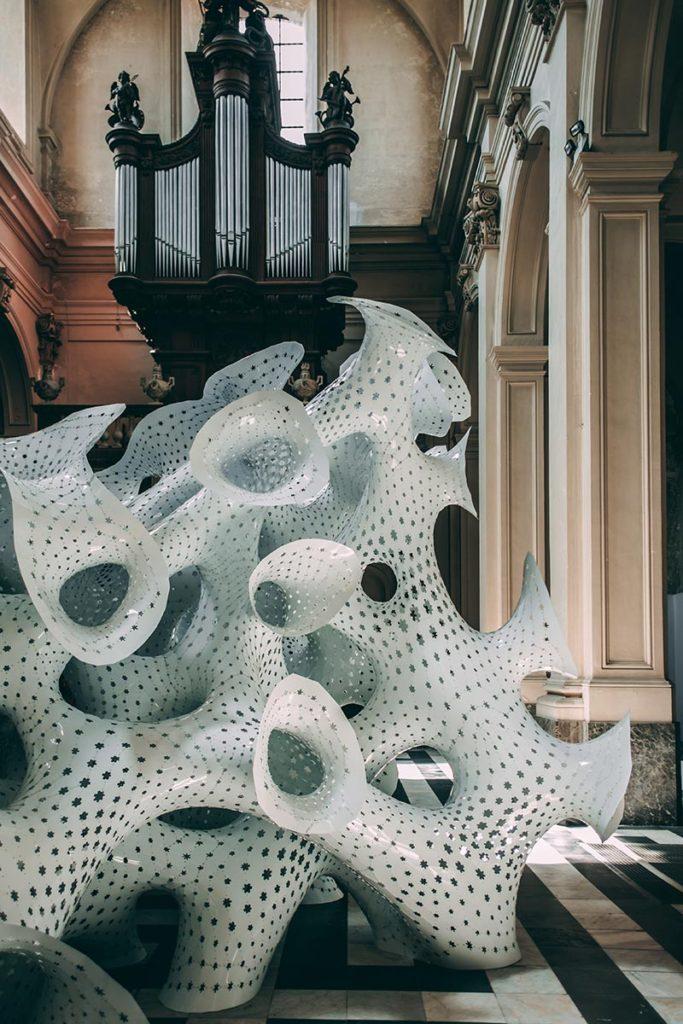 Refuse to hibernate Triennale de Bruges Subdivided columns église