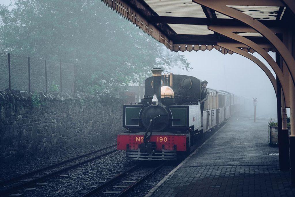 Refuse to hibernate Pays de Galles Blaenau Ffestiniog arrivée du train