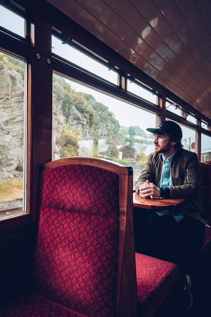 Refuse to hibernate Pays de Galles Mickaël dans train à vapeur