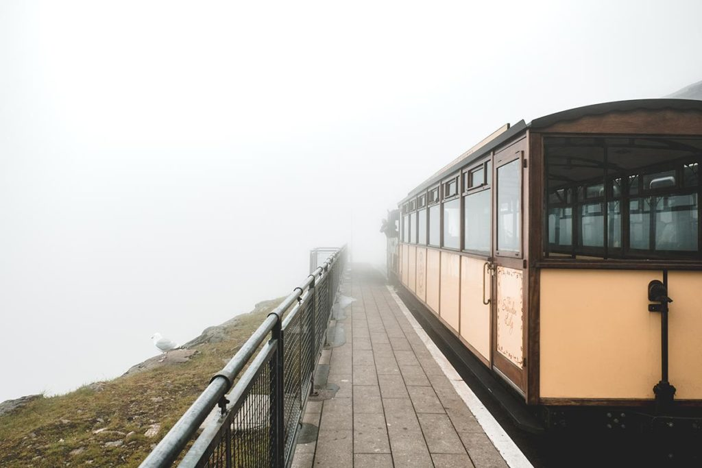 Refuse to hibernate Pays de Galles Mont Snowdon train