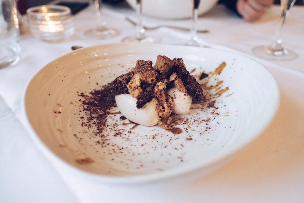 Refuse to hibernate Pays de Galles Portmeirion restaurant dessert