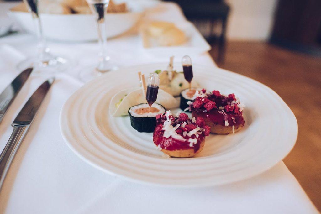 Refuse to hibernate Pays de Galles Portmeirion restaurant mise en bouche