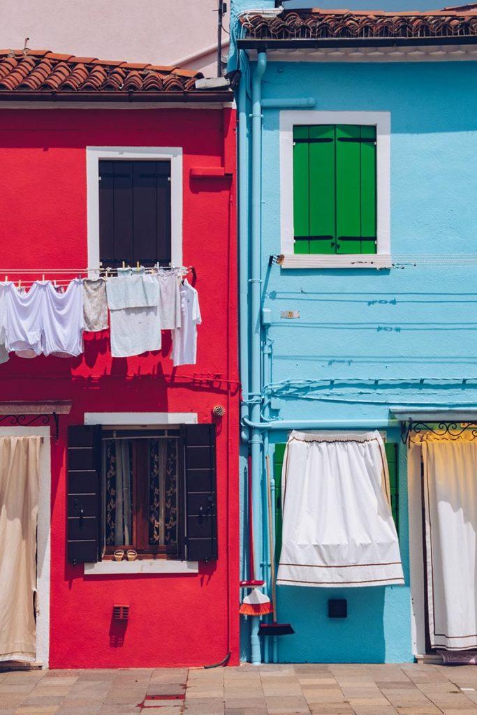 Refuse to hibernate Venise Burano maisons colorées rouge bleue