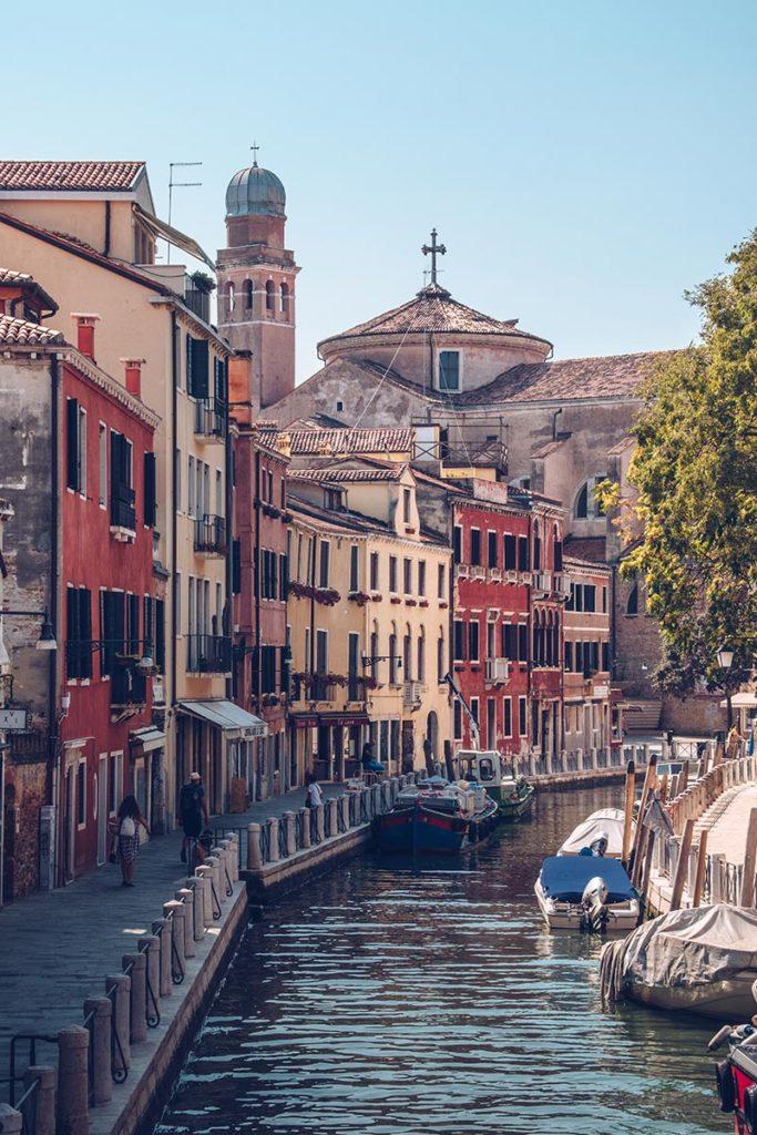 Refuse to hibernate Venise canal maisons colorées