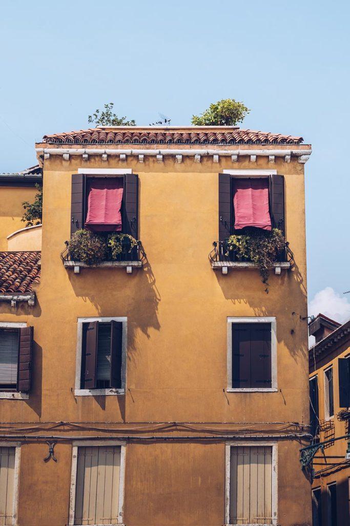 Refuse to hibernate Venise maison jaune