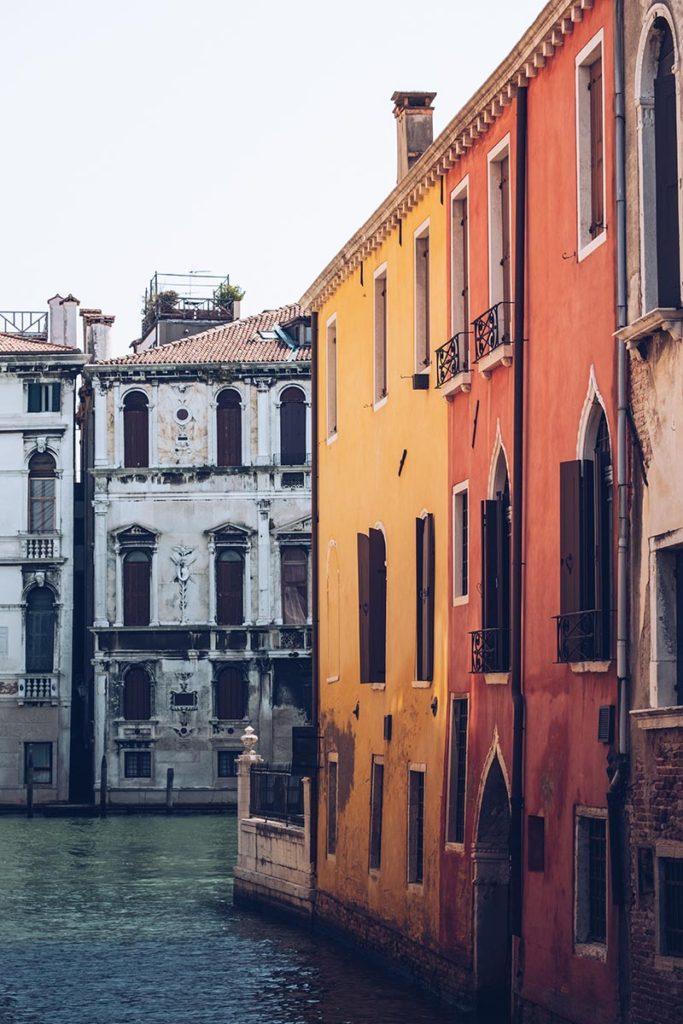 Refuse to hibernate Venise maisons jaune orangea