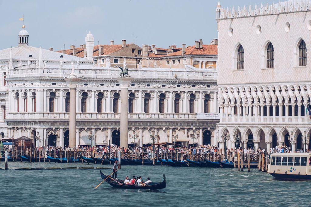 Refuse to hibernate Venise Place Saint-Marc vue du bateau focus