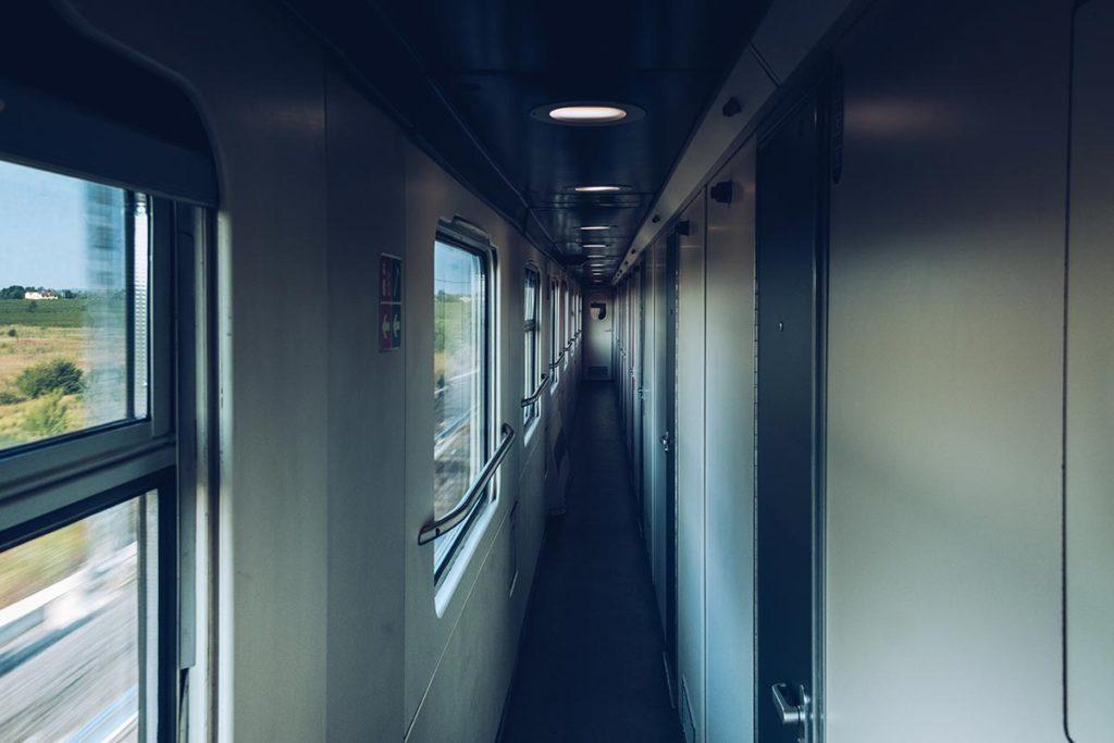 Refuse to hibernate Venise Thello couloir cabine