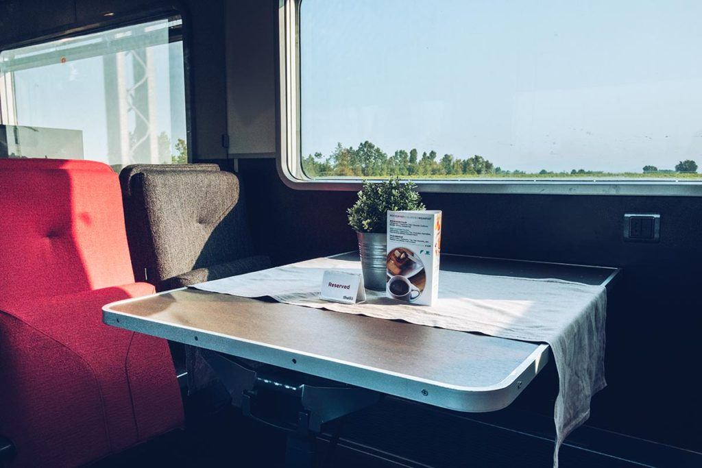 Refuse to hibernate Venise Thello wagon bar restaurant