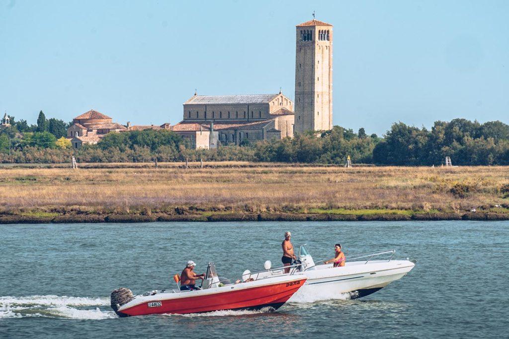 Refuse to hibernate Venise Torcello bateaux course
