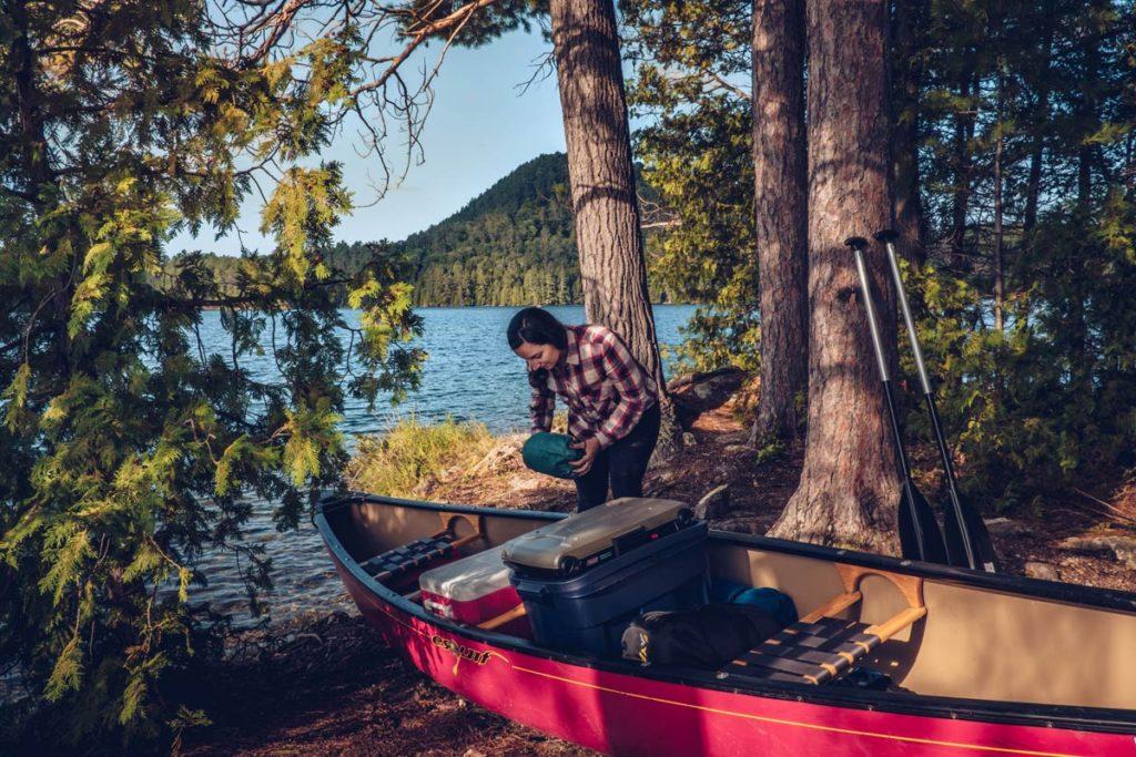 Refuse to hibernate Québec Aurdrey prépare le canot
