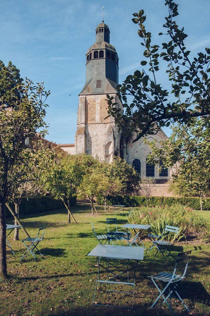 Eure-et-Loir Collège Royal et Militaire de Thiron-Gardais tables Refuse to hibernate