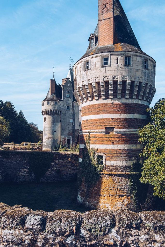 Eure-et-Loir Frazé tour du Château Refuse to hibernate