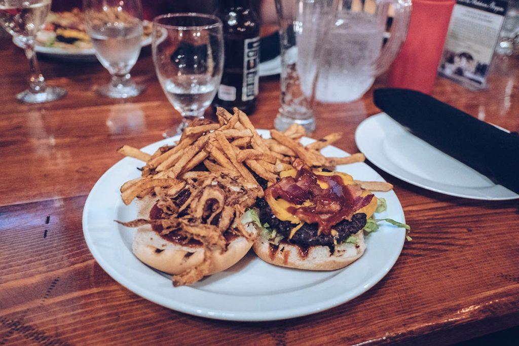 Refuse to hibernate Québec Bistro du Bucheron burger