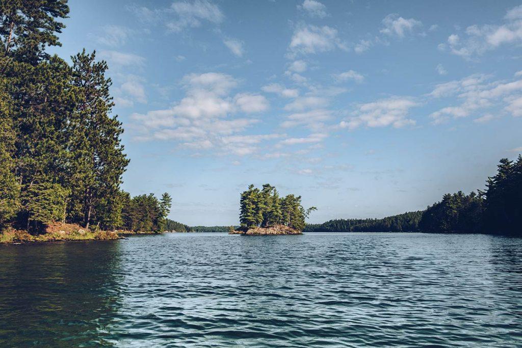 Refuse to hibernate Québec lac des 31 milles île