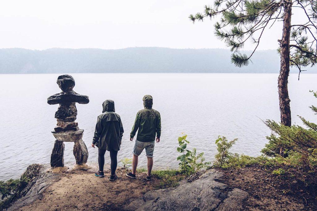 Refuse to hibernate Québec Parc national Opemican statue Inukshuk