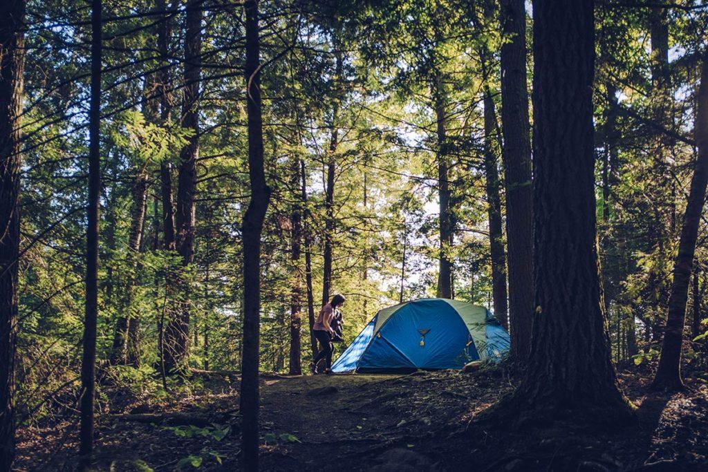 Refuse to hibernate Québec parc régional du Poisson Blanc tente