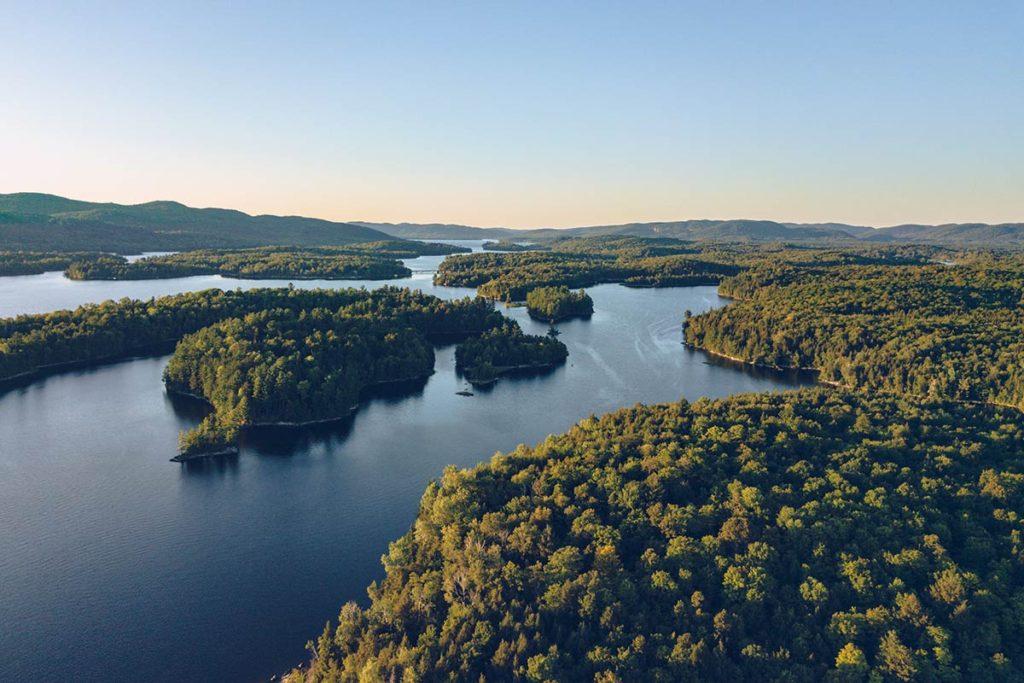 Refuse to hibernate Québec parc régional du Poisson Blanc vue drone