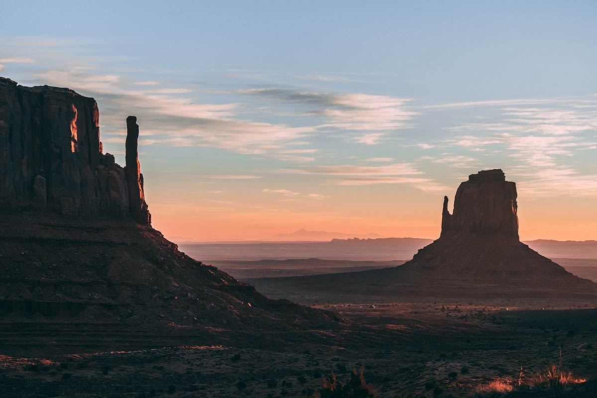 Monument Valley East and West Mitten Butte États-Unis Refuse to hibernate