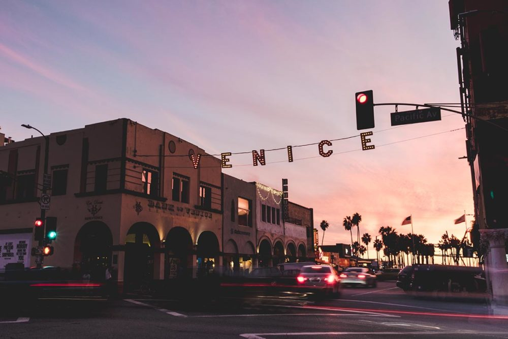 Los Angeles refuse to hibernate Venice Beach coucher de soleil lettres