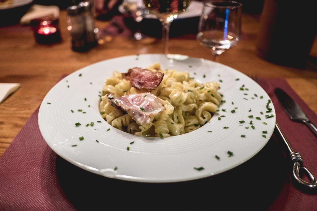 Valloire refuse to hibernate restaurant Grill & Pasta plat