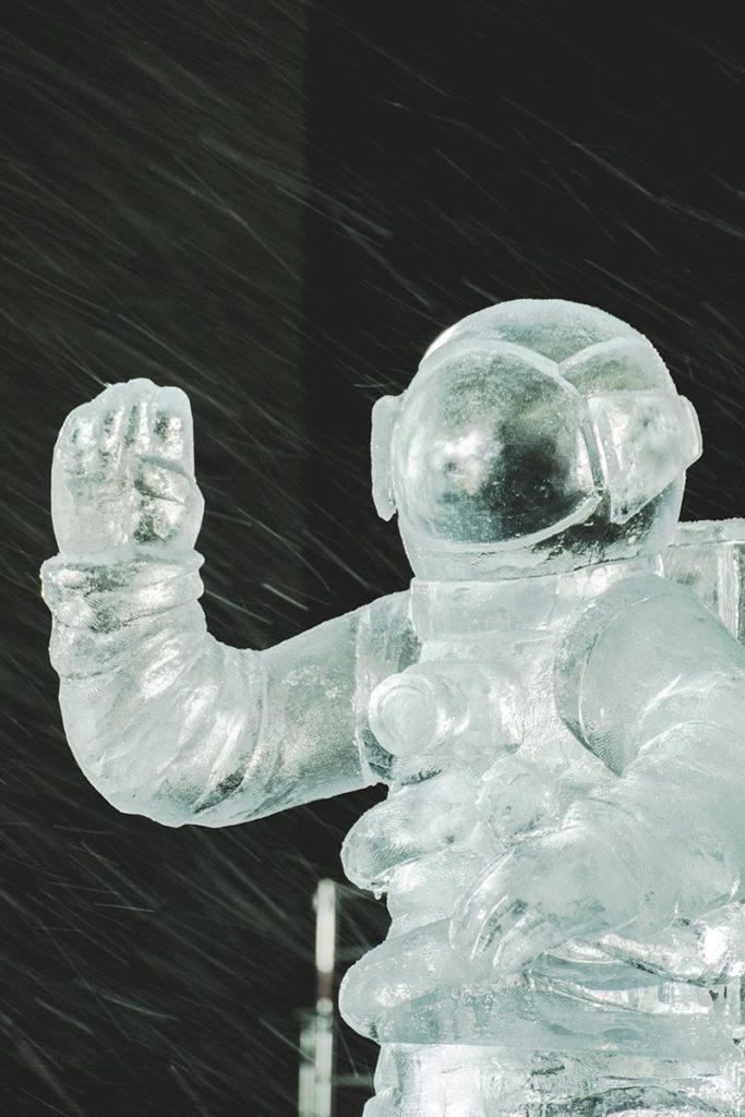 Valloire refuse to hibernate sculpture sur glace un petit pas focus
