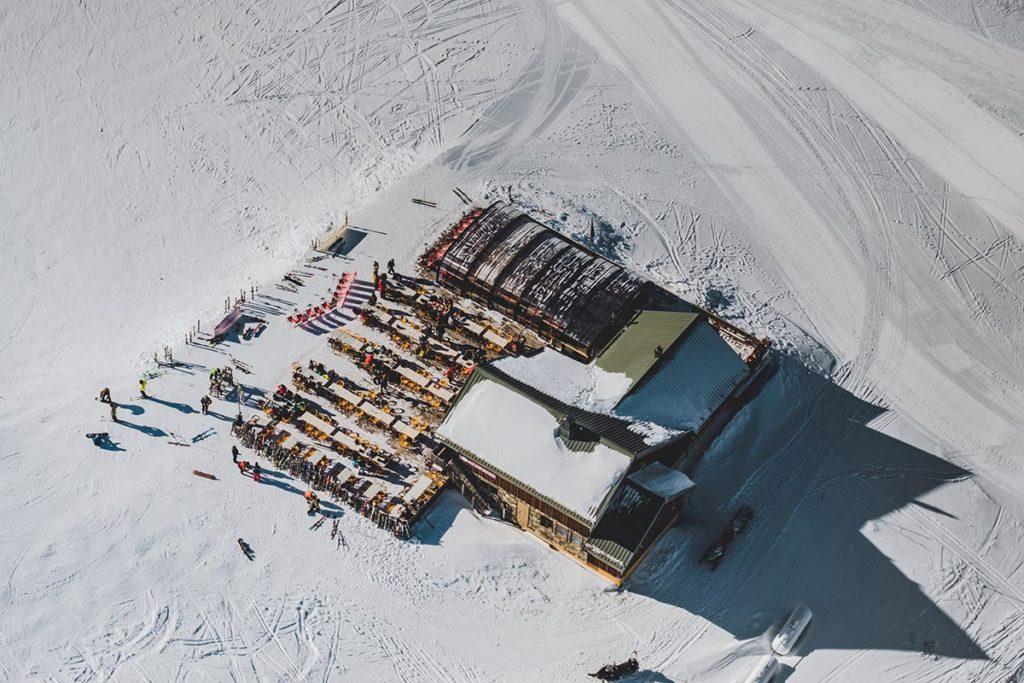Valloire refuse to hibernate ULM sur ski restaurant