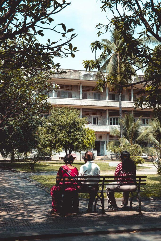 Cambodge Phnom Penh Prison S 21 touriste Refuse to hibernate