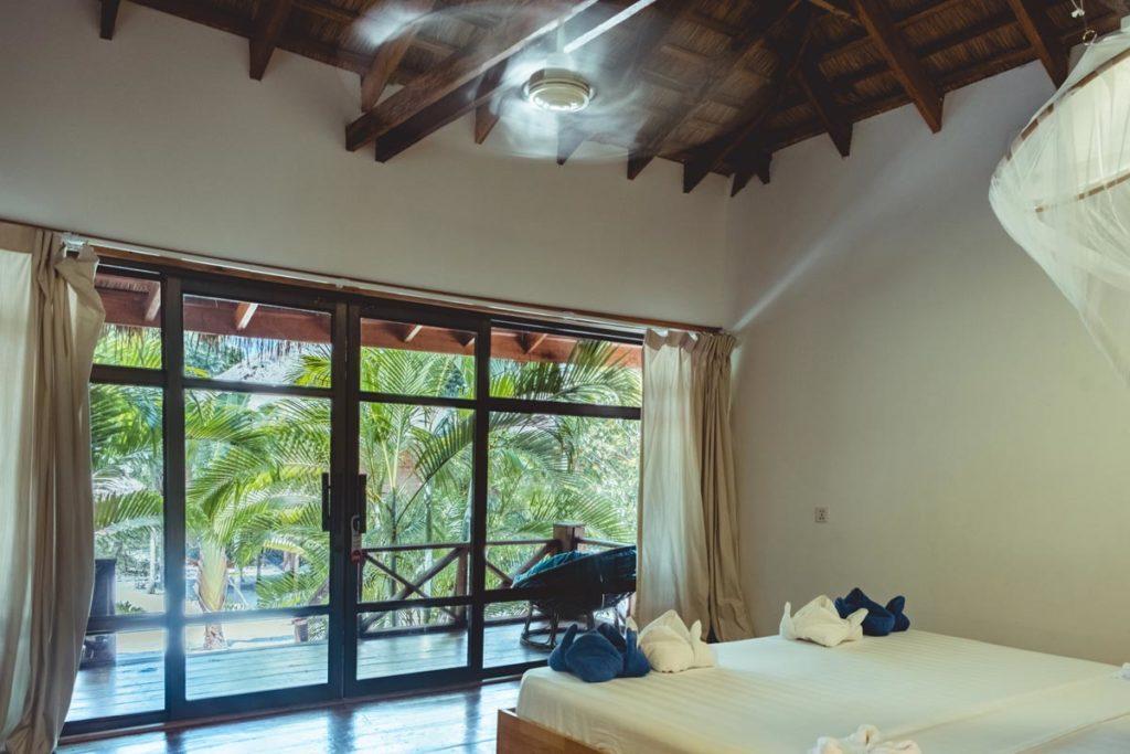Cambodge Koh Rong Samloem The One Resort bungalow intérieur Refuse to hibernate