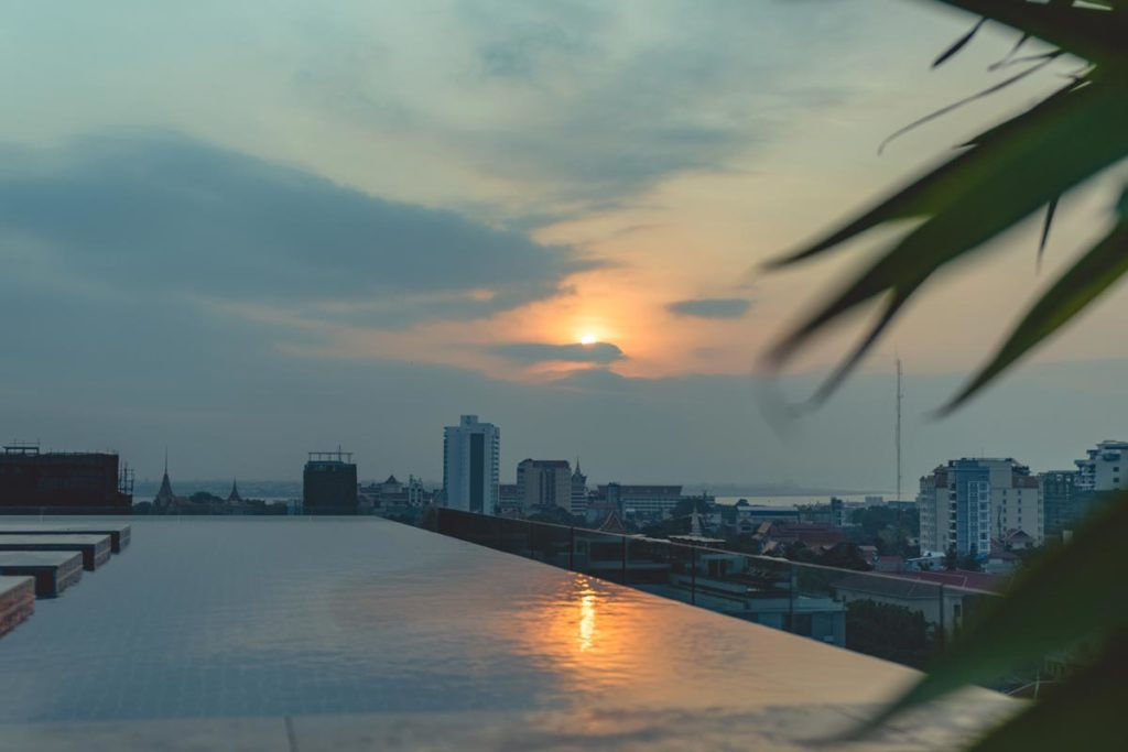 Cambodge Phnom Penh vue de Aquarius Hotel and Urban Resort Refuse to hibernate