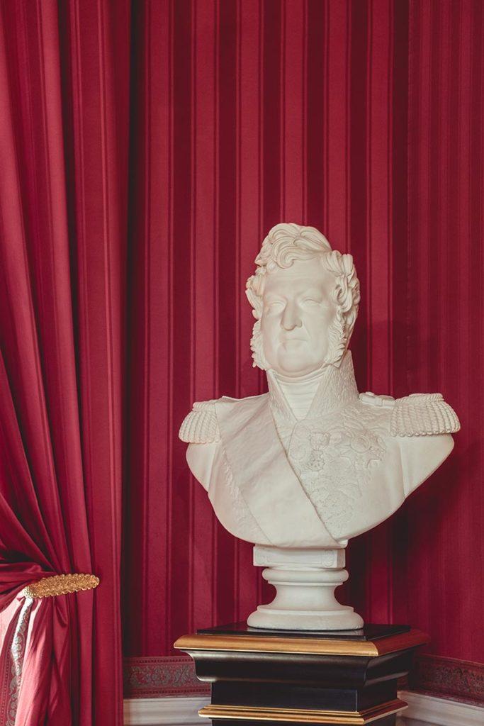 Châteaux de la Loire Amboise buste Louis-Philippe Refuse to hibernate