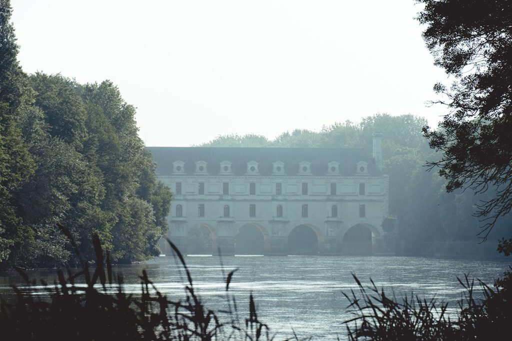 Châteaux de la Loire Chenonceau vue de loin Refuse to hibernate