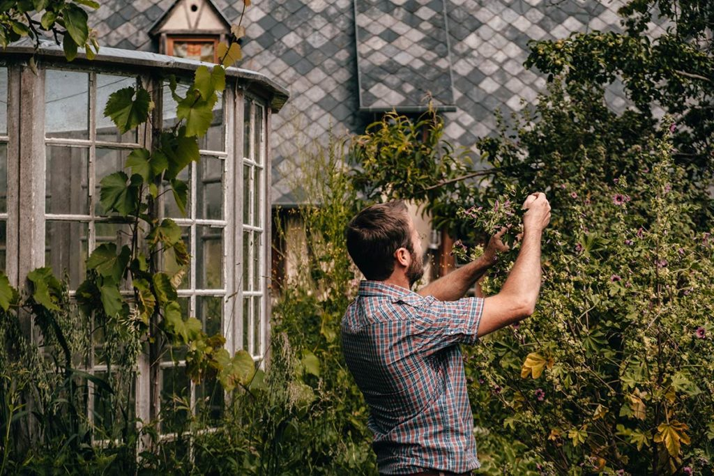 Eure Marais Vernier l'Escargotier Yves dans son jardin Refuse to hibernate