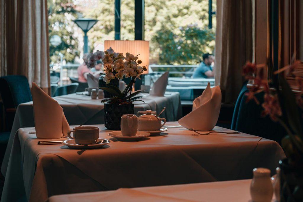 Pforzheim visiter Parkhotel table Refuse to hibernate