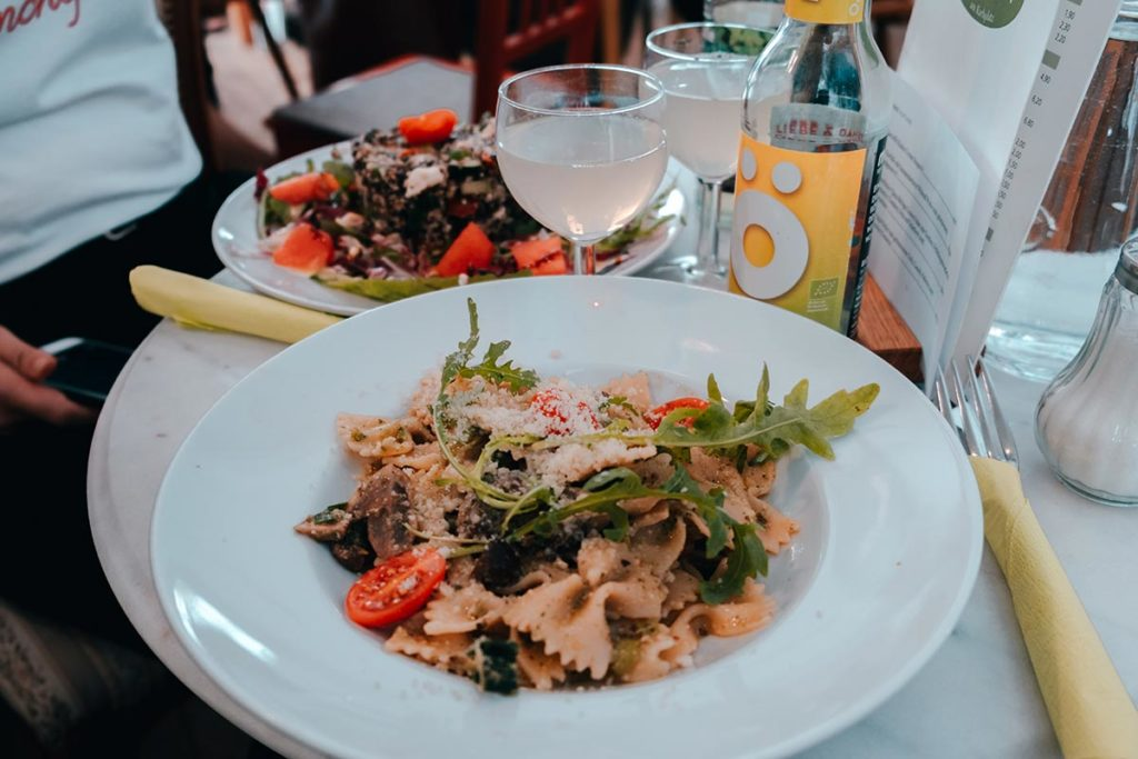 Ulm visiter en 2 jours Café Animo salade de pâtes Refuse to hibernate