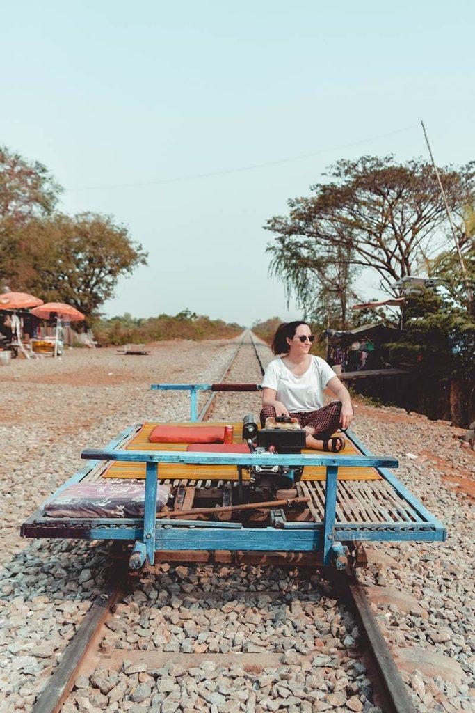 Battambang Audrey sur le train de bamboo Refuse to hibernate