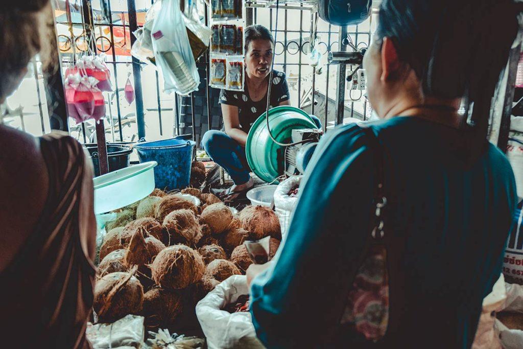 Battambang cours de cuisine Nary Kitchen achat lait de coco Refuse to hibernate