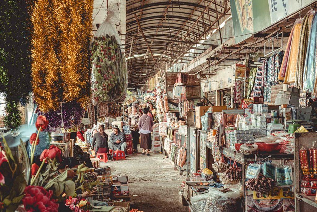 Battambang marché central Psar Nat stands Refuse to hibernate