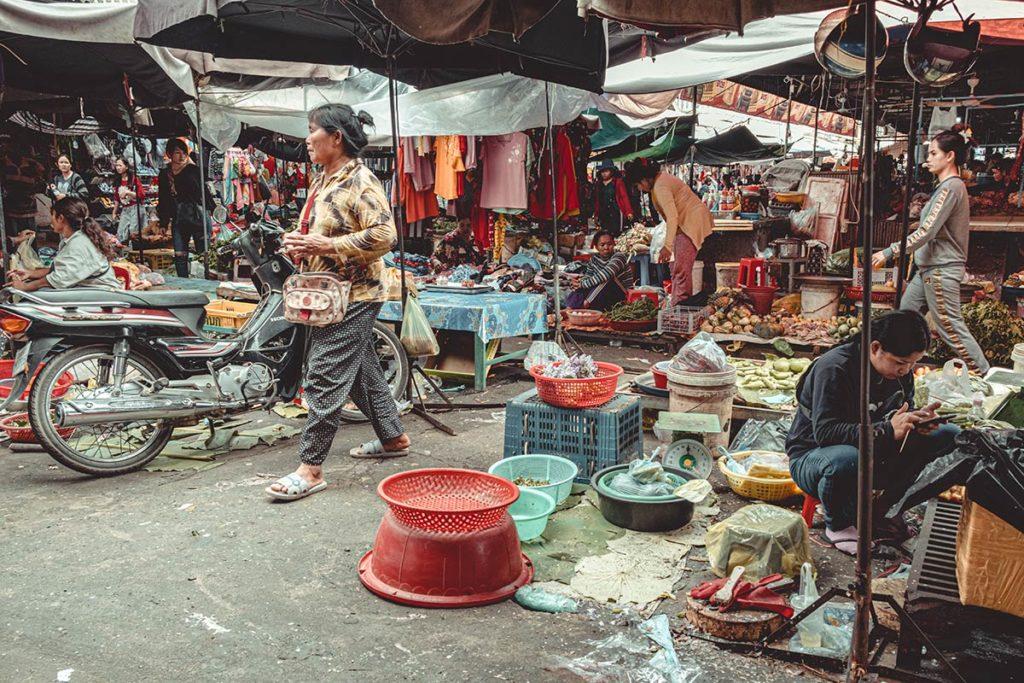 Battambang marché central Psar Nat vendeurs Refuse to hibernate
