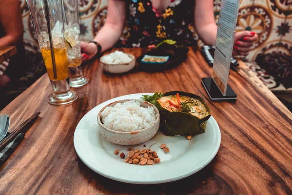 Battambang restaurant Jaan Bai amok au poisson Refuse to hibernate