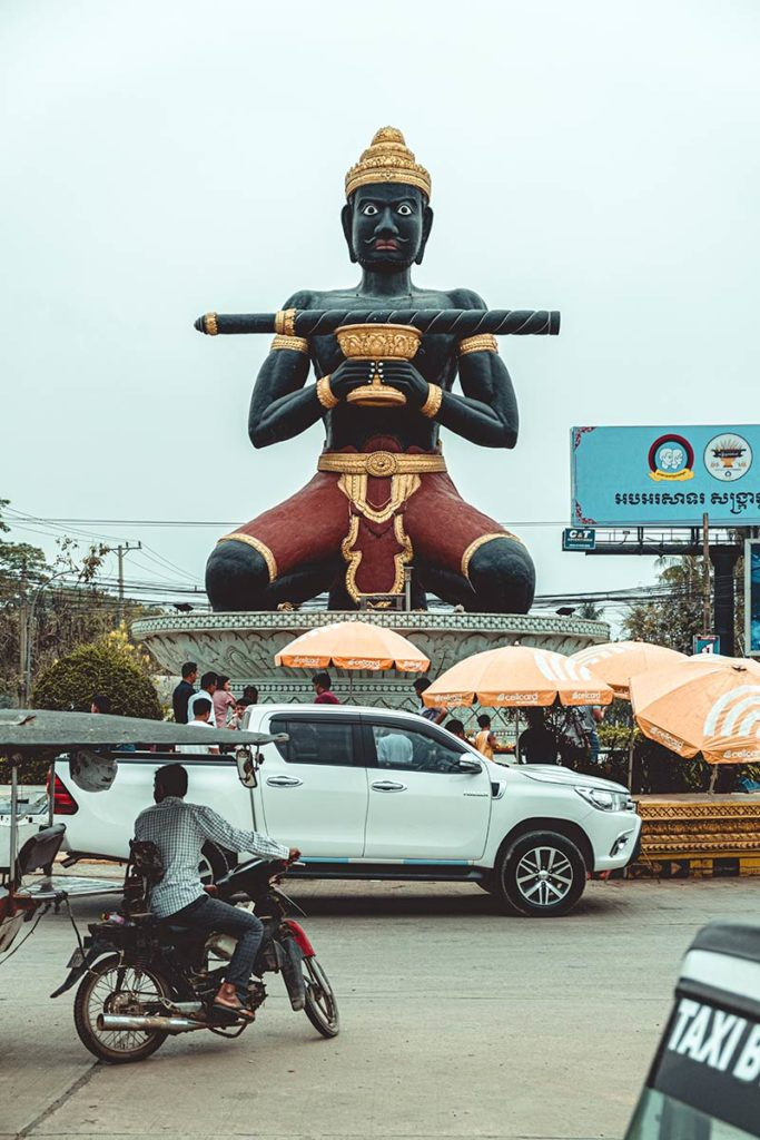 Battambang statue Ta Dumbong Refuse to hibernate