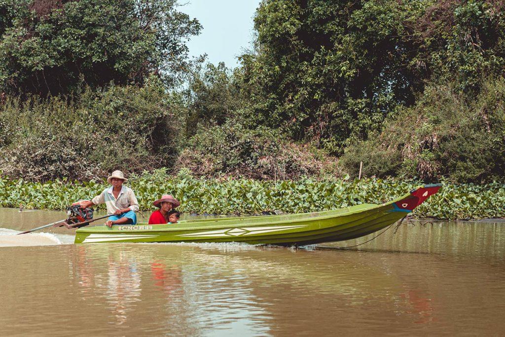 Battambang traversée du Tonlé Sap en bateau refuse to hibernate