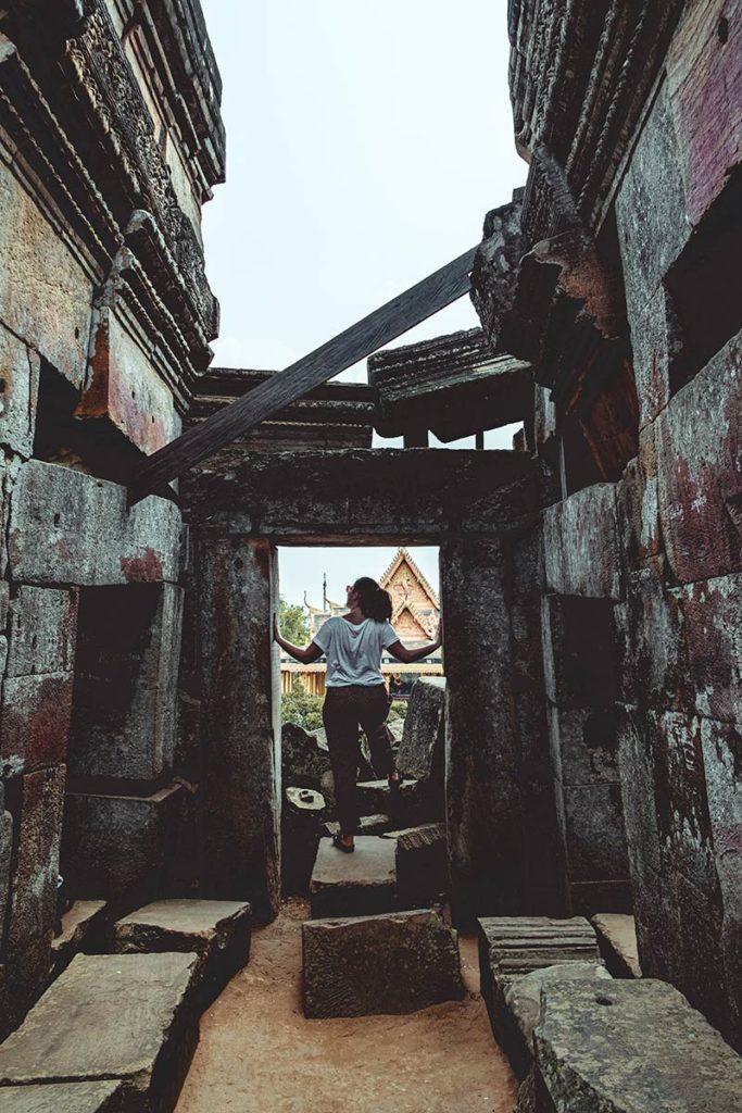 Battambang visiter Wat Ek Phnom Audrey Refuse to hibernate