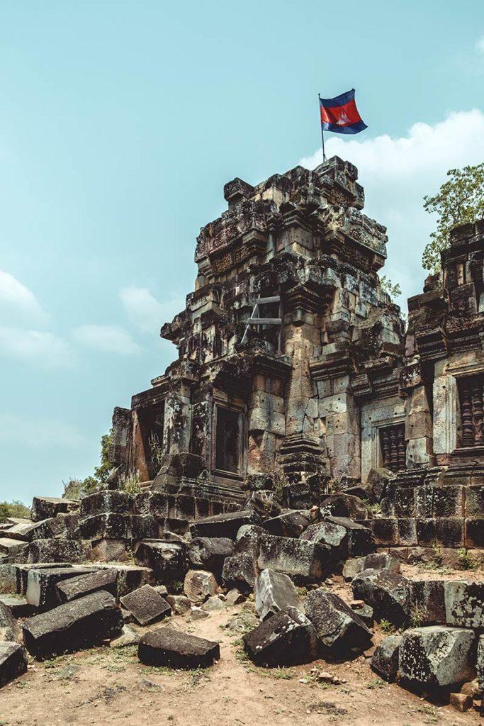 Battambang visiter Wat Ek Phnom Refuse to hibernate